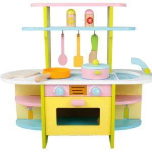 Цветна дървена кухня